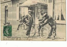 A LA FRONTIERE  --Visite D'un Cycliste  --(Scène De Douane ) - Douane