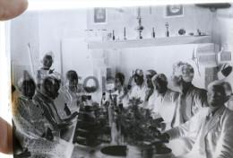 Repas De Famille Fête Avec Jeunes Hommes Circa 1900 Pays Basque Environs De Bayonne - Plaques De Verre
