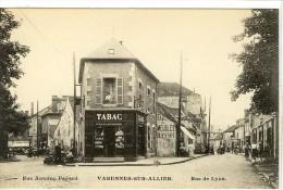 Carte Postale Ancienne Varennes Sur Allier - Rue Antoire Fayard. Rue De Lyon - Bureau De Tabac - Autres Communes