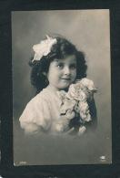 ENFANTS - LITTLE GIRL - MAEDCHEN - Jolie Carte Fantaisie Portrait Fillette Avec Bouquet De Fleurs - Portraits