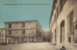 St Germain Laval Place De La Mairie Et Vieille Maison En Bois Edit Verdier - Saint Germain Laval