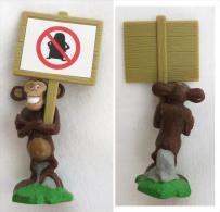 FIGURINE SINGE AVEC PANNEAU DETACHABLE . NPG NV 155 TM & C DWA LLC - Figurines