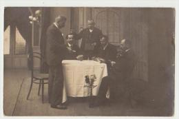 CARTE PHOTO : UNE PARTIE DE CARTES - PROCEDE R. GUILLEMINOT -  2 SCANS - - Fotografia