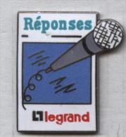 Pin's Démons Et Merveilles - Legrand Micro Microphone - Altri