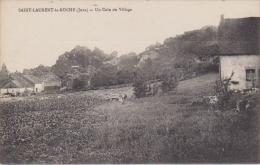 39- ST LAURENT LA ROCHE. Un Coin Du Village. Non écrite, Bon état. - Other Municipalities