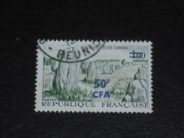 REUNION YT 377 OBLITERE - MENHIR CARNAC BRETAGNE - - Réunion (1852-1975)