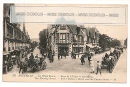 DEAUVILLE - La Plage Fleurie - Rues De L'Ecluse Et Du Casino Animées - Calèches Automobiles - Au Printemps - Deauville