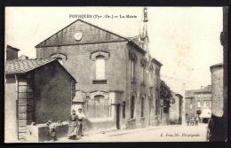 CPA ANCIENNE- FRANCE- FOURQUES (66)- LA MAIRIE EN TRES GROS PLAN AVEC ANIMATION- - France