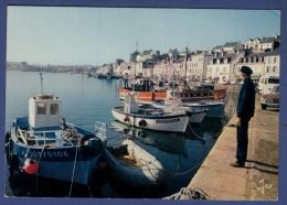 29 AUDIERNE Port De Pêche ; Chalutiers, Voitures, Canot - Animée - Audierne