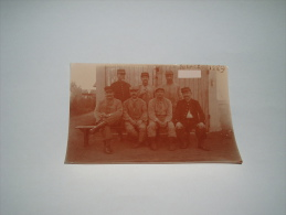 ANCIENNE PHOTO SEPIA MILITAIRE A IDENTIFIER FIN 19E / DEBUT 20E SIECLES /  INSCRIPTION CLASSE 1889 / GROUPE ANONYME MIL. - Guerra, Militari