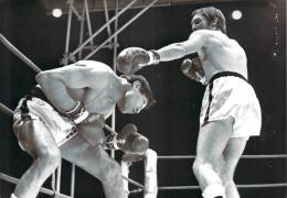 """Boxe 1971 Championnat D'Europe Des """"Moyens"""" à Roland Garros - L'Italien Carlo Duran Et Jean-Claude Bouttier, Photo AFP - Sports"""