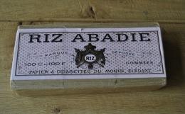 Old Store Stock Vintage 100 Pieces RIZ ABADIE Paris Papier A Cigarettes No. 170 - Sigaretten - Toebehoren