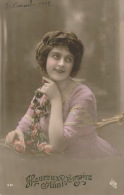 FEMMES - FRAU - LADY - Jolie Carte Fantaisie Portrait Jeune Femme Et Fleurs - Women