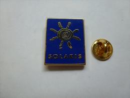 Superbe Pin's En Zamac , Solaris - Food
