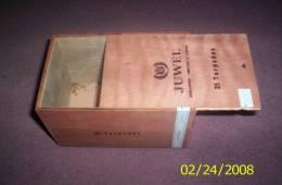 CAJA DE PUROS EN MADERA DE CEDRO - MARCA JUWEL - ORIGEN ARGENTINA TAMAÑO TORPEDOS CIGARS - Empty Cigar Cabinet