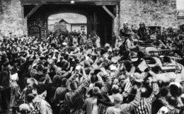 CP OFFERTE PAR FEDERATION NATIONALE DES DEPORTES ET INTERNES RESISTANT ET PATRIOTES. ..LIBERATION DES DEPORTES.. - Oorlog 1939-45