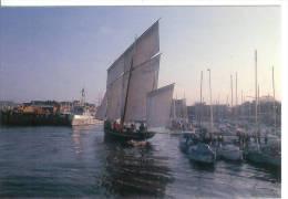 """PAIMPOL - La """"Bisquine"""" Rentrant Dans Le Port - 1989 - Paimpol"""