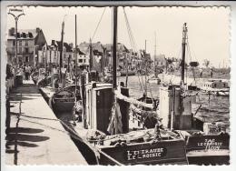 LE CROISIC 44 - Bateaux Dans Le Port ( Bateaux De Pêche En Bon 1er Plan ) CPSM Dentelée GF N° 7 - Loire Atlantique - Le Croisic