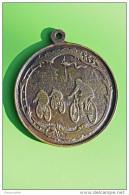 Très Ancien Et Rare Pendentif Médaille XIXème - Récompense De Course De Vélo - Cyclisme - French Cycling - Pendenti