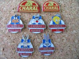 Série De 7 Pin's CHARAL Avec Divers Personnages De La Bande Dessinée - Alimentation