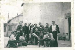 Photo Format  8.5 X 6 Cm  D´un Groupe De Militaire Qui Fete La Quille à Situer Vers  1950 - Andere
