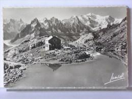 (74) - CHAMONIX - LE REFUGE DU LAC BLANC, LES AIGUILLES ET LE MONT BLANC - 1963 - Chamonix-Mont-Blanc