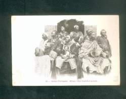 Guinée Portugaise - Bissau  - Chef Foulah Et Sa Suite   ( Animée  Rodez E. Carrere Imp.-édit.) - Guinea-Bissau