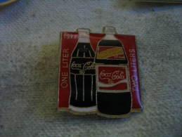 Pin´s Coca Cola, 1litre, 2 Litres En 1977 - Coca-Cola