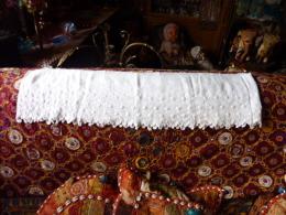 BORDURE DE MEUBLE AJOURE BRODERIE MAIN - Laces & Cloth