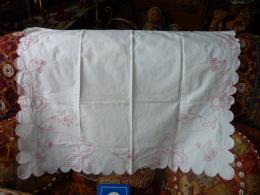 BORDURE DE MEUBLE ALSACIENNE BRODERIE MAIN - Laces & Cloth