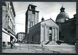 """S/w Photo Ansichtskarte Italien Treviso 1958 """"Treviso-Via Calmaggiore-Battistero ,belebt  """" 1 AK Used,befördert - Treviso"""