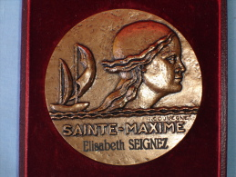 Belle Medaille: Sainte Maxime, Voile, Tete De Femme, Graveur R. Couvegnes (13-2464) - Tourist