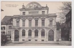 MONTBELIARD - LA CAISSE D´ EPARGNE AVEC VIEILLE VOITURE A GAUCHE- SUPERBE CARTE - Montbéliard