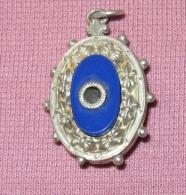 1 Medaille Religieuse - Oeilleton - Notre Dame De Lourdes - Religión & Esoterismo