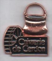 Superbe Pin´s , Cuivrerie Du Cerdon , Ain - Villes