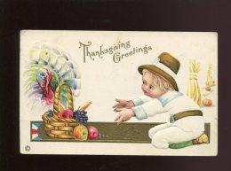 TRES JOLIE CPA GAUFREE RELIEF DOREE ENFANT PANIER FRUITS POMME RAISIN DINDE THANKSGIVING - Thanksgiving