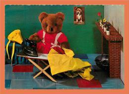 Ours En Peluche Qui Fait Du Repassage // CPSM Dentelée - Bears