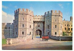 ENGLAND - AK 162937 Windsor Castle - Henry VIII Gateway With A Detachment At The Castle Guard - Windsor Castle