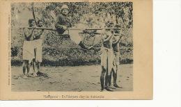 En Filanzane Chez Les Antsianaka Colon Porté Par Des Esclaves Slavery Transport Humain - Madagascar