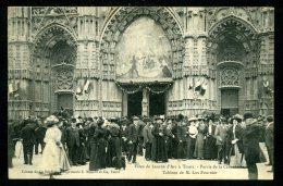 37 - TOURS  - Fêtes De Jeanne D´Arc - Tableau De M. Lux Fournier Au Dessus De L'entrée De La Cathédrale - ANIMÉE - Tours