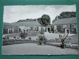 Château De MODAVE Cour D'Honneur Anno 19?? ( Zie Foto Details ) !!