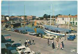 Charente Maritime  :  ILE  DE  RE -  SAINT  MARTIN : Le  Port  (  Bateau  Créperie - Meubles Literie  Camion - Traction - Ile De Ré
