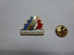 Superbe Pin´s En Zamac , Marine Bateau Voilier , Armada De La Liberté 1994 , Rouen , Signé Fraisse - Barcos