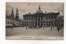 CPA  51: CHALONS Sur Marne   Place Hotel De Ville  Avec Charette Très élevée à Droite     A   VOIR  !!!! - Châlons-sur-Marne