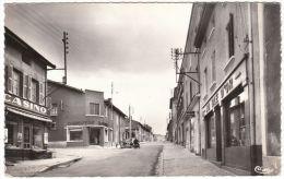 CPSM - CHAUFFAILLES - Avenue De La Gare . Magasins : Au Blé D´Or, Casino Et Charcuterie - France