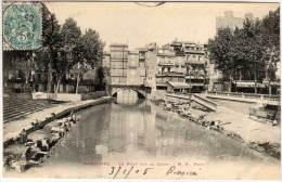 NARBONNE - Le Pont Sur Le Canal - Lavandières     (58282) - Narbonne