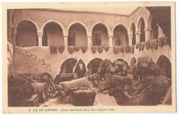 ILE DE DJERBA (Tunisie)- Cour Intérieure D´une Maison Arabe - Chameaux - Peaux De Moutons Sèchant Au Soleil - N°5 - Tunisia