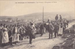 Les Vendanges En Champagne : Les Porteurs - Chargement Du Raisin - Wijnbouw