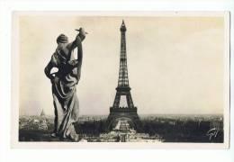 CPSM - 75 - NOTRE BEAU PARIS - La Tour Eiffel - N° 17 Guy - Tour Eiffel