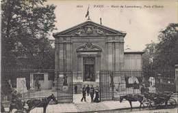 294/75 - CPA PARIS -  Musée Du Luxembourg - Porte D'entrée Avec Calèches - Musées